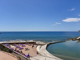3 bedroom Apartment with WiFi and Walk to Beach & Shops - 5697829