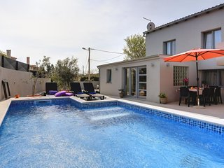 2 bedroom Villa with Air Con, WiFi and Walk to Beach & Shops - 5037129