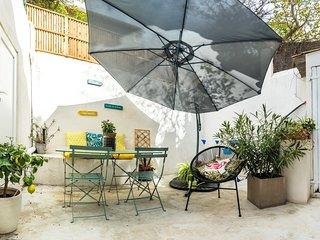 Cassis centre, patio extérieur & parking privé
