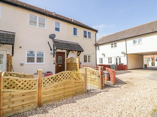 5 MALTING COURT, parking, patio area, in Dawlish