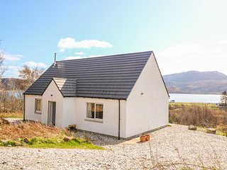 HOUSE ON THE BRAE, WiFi, Open-plan living, Permit parking, Kylerhea