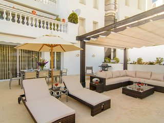 White Pearl Beach designer apartment with terrace and pools