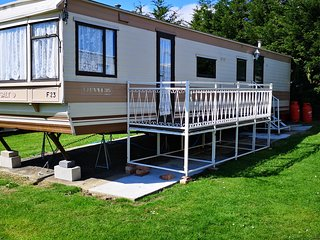 Large 2 bed caravan, separate dining & lounge area. FREE parking behind caravan