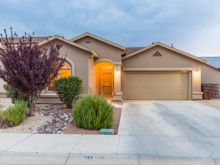 Desert Oasis. 3 bed. 2 bath. BBQ. Entire home!