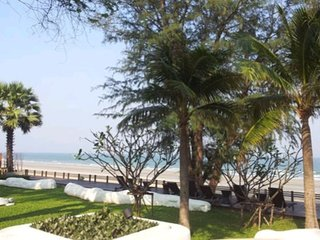 2Large Bed Beachfront Condo LasTortugas at Khao Tao/Huahin