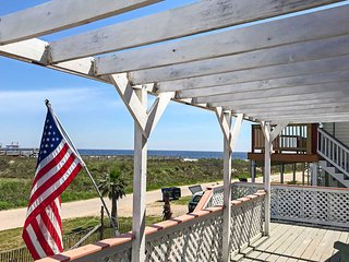 Surfside Beach Home w/Deck: 300 Feet to the Gulf!