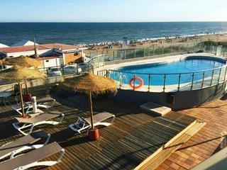 Islantilla: Apartamento con piscina y garaje en primera linea de playa