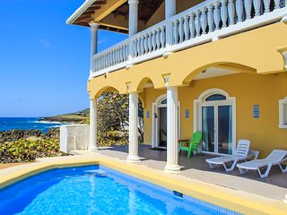 Ocean front / Pool - Sea Views 1 Bedroom Apt - Flowers Bay  Roatan