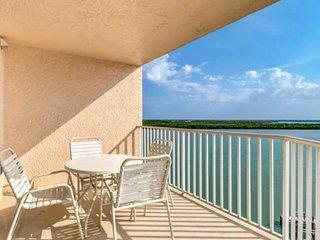Gorgeous Estero Bay Views! 8th Floor Condo, Beach Gear, No Resort Fees, Free Par