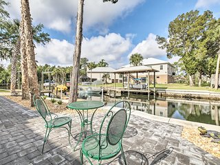 Spacious & Hip Crystal River Home w/Dock & Kayaks!
