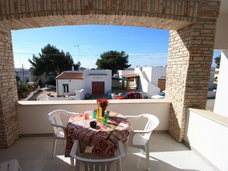 3 bedroom Villa with Air Con, WiFi and Walk to Beach & Shops - 5079266
