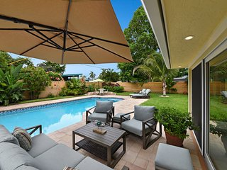 Deerfield Beach home Heated Pool walking distance to beach