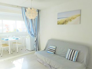 1 bedroom Apartment with WiFi and Walk to Beach & Shops - 5050501