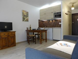 1 bedroom Apartment with WiFi and Walk to Shops - 5513013
