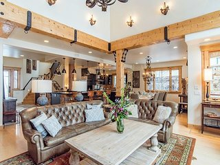 Mountain Elegance~Location & Luxury - Ski-in/Ski-out Village Core - 5 Suites