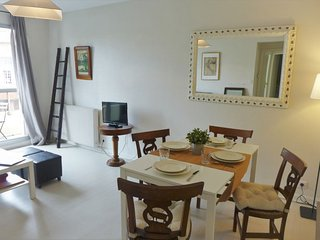 1 bedroom Apartment with WiFi and Walk to Beach & Shops - 5034846