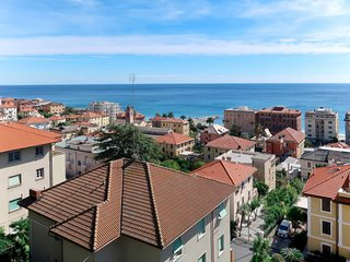 3 bedroom Apartment with WiFi and Walk to Beach & Shops - 5783351
