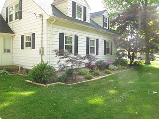 B&B Quiet space Nice yard by Lake Erie with Delicious Breakfast Nearby Beaches
