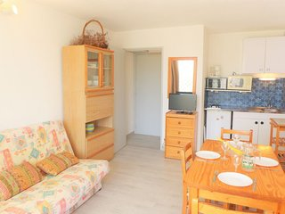 1 bedroom Apartment with WiFi and Walk to Beach & Shops - 5050502