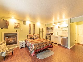 Sparkling Clean First Floor Condo ~ Walking Distance to Downtown Bend!