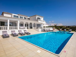 Vivenda Salgados - Fabulous 6 bedroom villa close to Albufeira, golf and beaches
