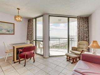 Oceanfront / Impressive Views/ Balcony at Meridian Plaza