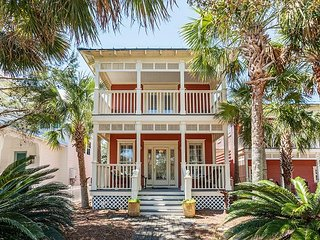 2 Breezy Old Florida Beach Houses - Pool & BBQ - 2 Blocks to the  Gulf