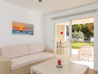 Vidalba 32 - Beautiful beachfront apartment in Port d'Alcudia.