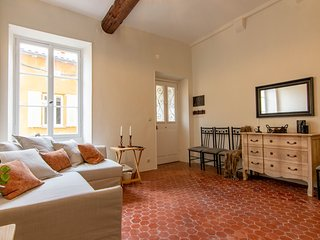 Charming one bedroom apartment in heart of old town