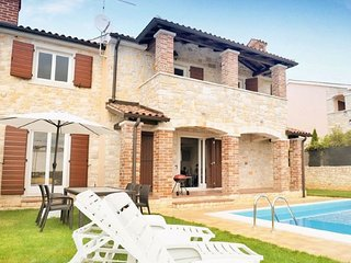Lovely villa with private pool and sea view - pet friendly!!