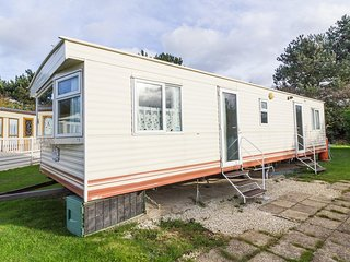 8 berth spacious caravan for hire at Breydon water in Norfolk ref 10013