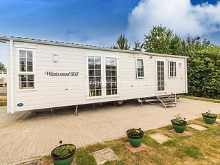 Luxury Dog friendly caravan in Norfolk near Great Yarmouth ref 10017CW