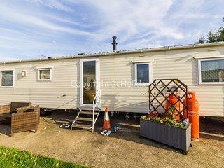 9 berth caravan for hire at Breydon water holiday. Retro theme! ref 10031