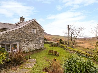 THE STABLE COTTAGE, Electric fire, Open-plan living, Llanbedr
