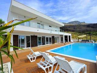 Luxury 5 Star Villa With Heated Pool, Jacuzzi and Sauna-AdriaticLuxuryVillasW125