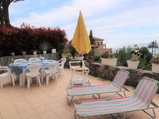 Mortola Inferiore Holiday Home Sleeps 6 with Pool Air Con and Free WiFi
