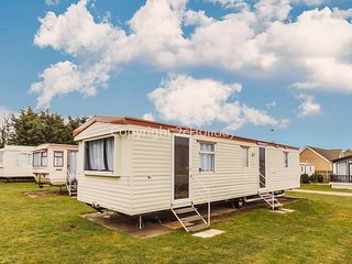 Dog friendly caravan in Norfolk 4 hire at Breydon water holiday park ref 10105