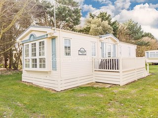 6 berth caravan for hire at Broadlands holiday park in Suffolk ref 20158
