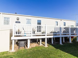 8 berth caravan for hire with decking at Manor park in Hunstanton ref 23059