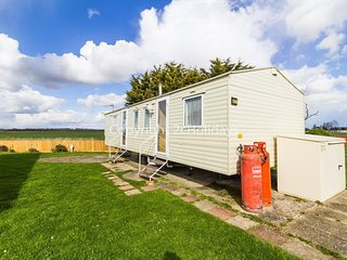 8 berth caravan with field views for hire in Seawick holiday park ref 27258S