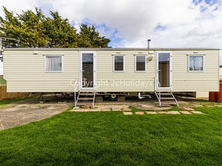 8 berth caravan with field views for hire in Seawick holiday park ref 27258