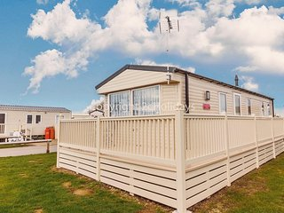 8 berth caravan for hire with decking at Seawick park Essex ref 27022HV