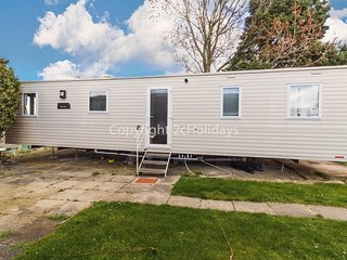 8 berth caravan for hire with field views Seawick Holiday Park, Essex ref 27229