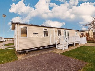 8 berth luxury dog friendly caravan at Haven Caister in Norfolk ref 30031B