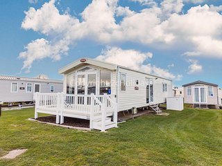 6 berth luxury caravan for hire at Caister on sea in Norfolk ref 30023