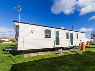 6 Berth dog friendly Caravan for hire, Martello Beach Clacton on Sea. ref 29042G