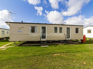 8 berth caravan at Martello Beach Holiday Park near Clacton-on-Sea ref 29050G