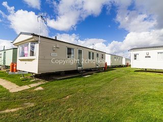 8 berth caravan at Martello Beach holiday park near Clacton on sea ref 29050G