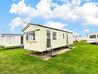6 berth caravan for hire at Martello caravan park near Clacton on Sea ref 29049