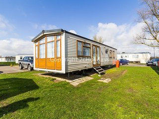 Caravan for hire at St Osyth Beach Park, Essex Clacton ref 28142